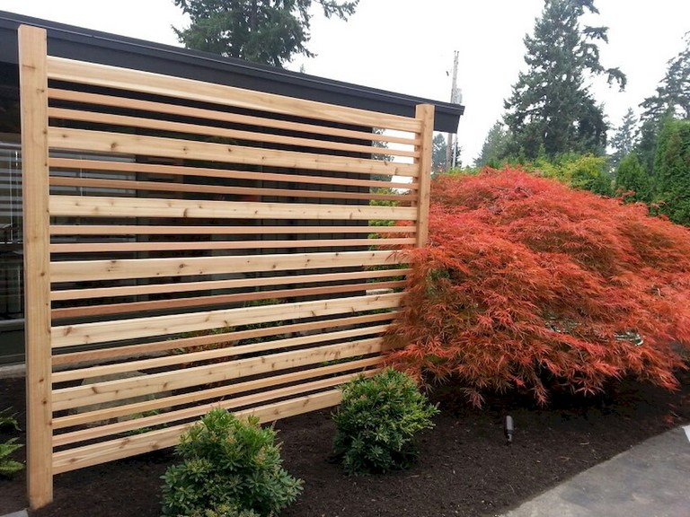 73+ Simple Backyard Privacy Fence Design Ideas
